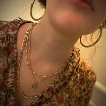 La quête d'harmonie et équilibre  satisfaite par la douceur des perles et la fermeté de l'or.  #chaines #perles #perlesaddict #bijouxaddict #bijouxsf #layerednecklaces #bijouxtendance #zodiaque #créoles #bijouxfantaisie   🛒🛍Achetez en ligne ou sur place à la boutique.  www.saintefoy-bijoux.fr #goldplatedjewelry #frenchjewellery #bijouxfrancais #wholesalejewellery #necklace #bijouteriefantaisie #bijouxparis #bijouterie