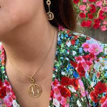 Les bijoux s'épanouissent aussi bien que les 🌹   #sfbijoux #frenchjewelry #parisianstyle #necklace #collier #earrings #bijouxsf #bouclesdoreilles #instajewelry  #intemporel #flowers