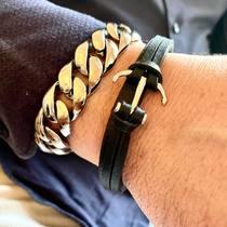 Bracelets en acier et cuir à porter seuls ou en combinaison avec d'autres, choisissez parmi de nombreux styles.  saintefoy-bijoux.fr  #bracelethomme #bijouxacier #bijouxhomme #wristgame #mensjewelry #mensbracelet #mensstyle #urbanstyle #hommechic