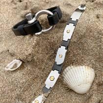 Nous sommes en confinement, mais pas nos bijoux ! ☺️  Passez vos commandes sur notre site saintefoy-bijoux.fr ou par téléphone. Nous expédions vos commandes ou vous pouvez nous appeler pour prendre rendez-vous afin de venir les chercher à la boutique.  #menstyle #mensjewelry #wristwear #jewelryaddict #mensbracelets #bijouxhomme #bracelethomme #bracelet #bijouxaddict #bijouxlove #bijouxcuir #bijouxacier #bijouxsf #sfbijoux #saintefoybijoux