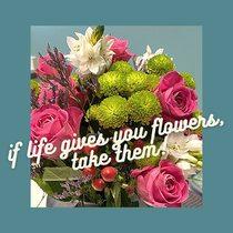 Si la vie vous offre des fleurs, prenez-les !  #fleurs #roses #bijouxsf #sfbijoux #bouquetdefleurs #flowers #instaflowers